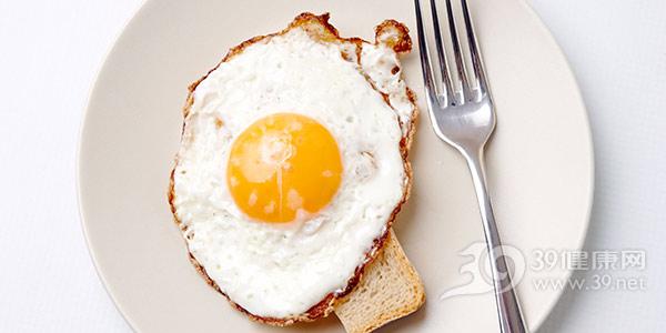 鸡蛋-煎蛋-荷包蛋-早餐-蛋黄-面包-叉子_6669786_xxl.jpg
