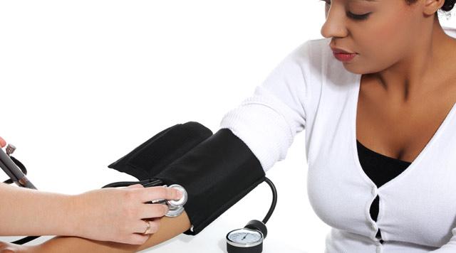 青年-女-血压-量血压-血压计-听筒_10822452_xxl.jpg