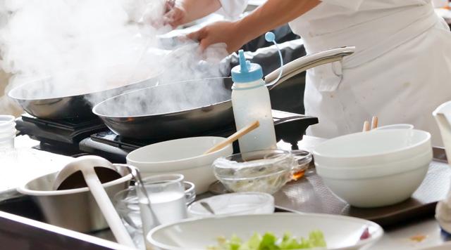 厨房-烹饪-煮饭-煮菜-厨师-炉灶-炒菜_9162449_xxl.jpg